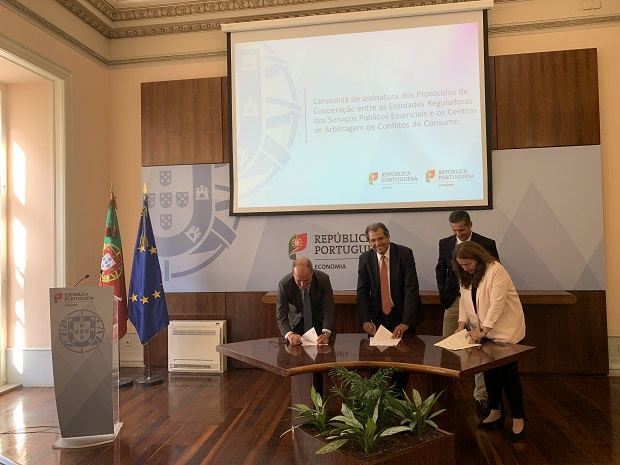Signing ceremony for the Cooperation Protocols between the Regulators of Essential Public Services and the Consumer Conflict Arbitration Centres.